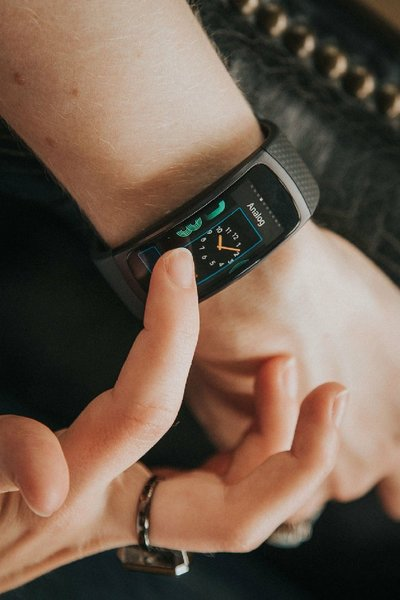 Used SAMSUNG GEAR FIT 2 in Dubai, UAE