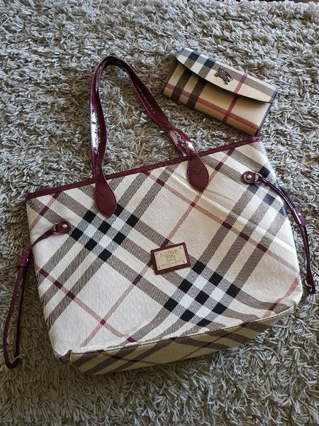 Used Burberry bag and wallet copy in Dubai, UAE