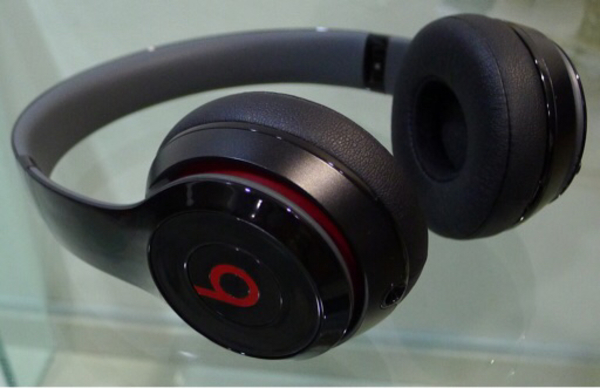 Used Beats Solo 2 wireless, gloss black in Dubai, UAE