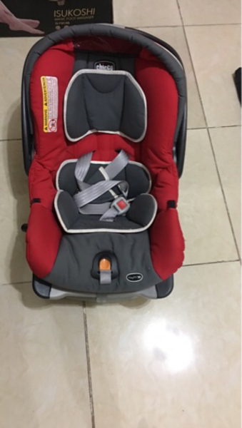 Used Baby car seat with base in Dubai, UAE