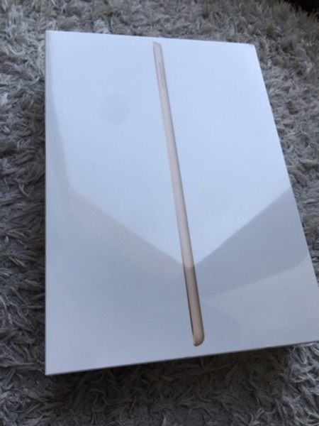 Used BRAND NEW Latest iPad 128 GB 5th Gen. in Dubai, UAE