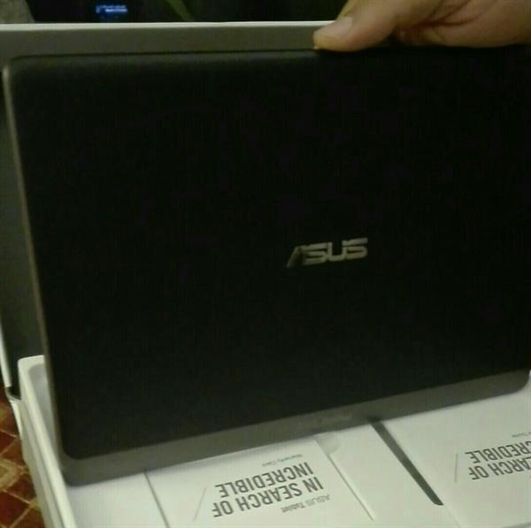 Used Asus Zen tab 10 . not used. box packed. without charger in Dubai, UAE