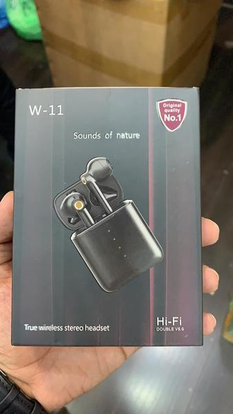 Used W-11 wireless earphones in Dubai, UAE