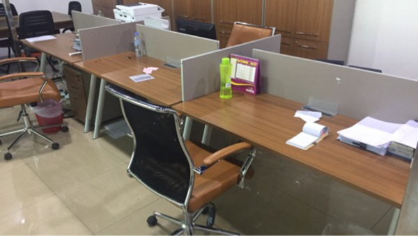 Used Workstations (table + chairs)  in Dubai, UAE