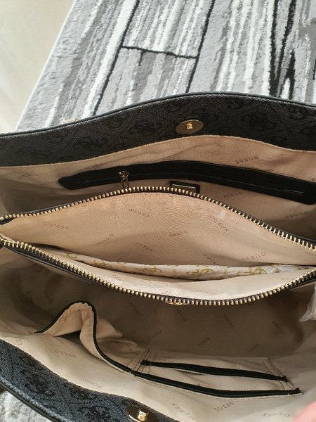 Used Bag Guess in Dubai, UAE