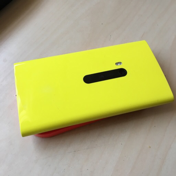 Used Nokia Lumia 920 stuck + Wireless charger in Dubai, UAE