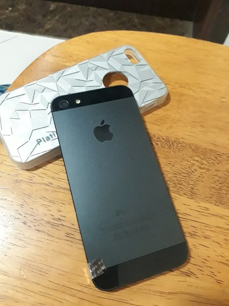 Used IPhone 5 used 16gb original in Dubai, UAE