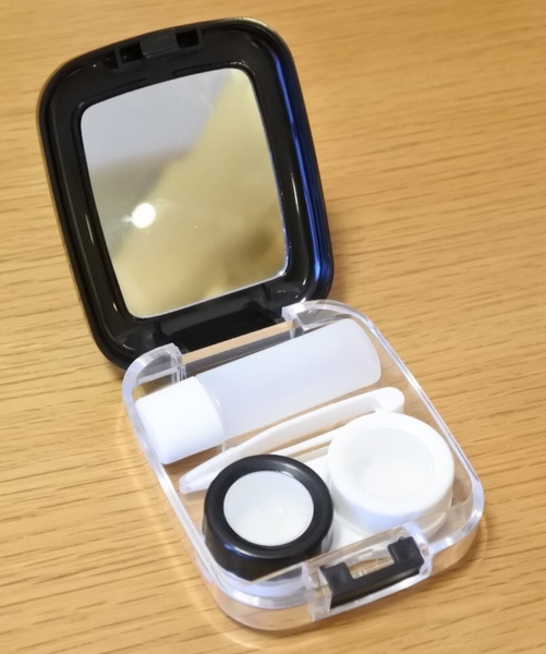 Used CONTACT LENS WITH CASE in Dubai, UAE