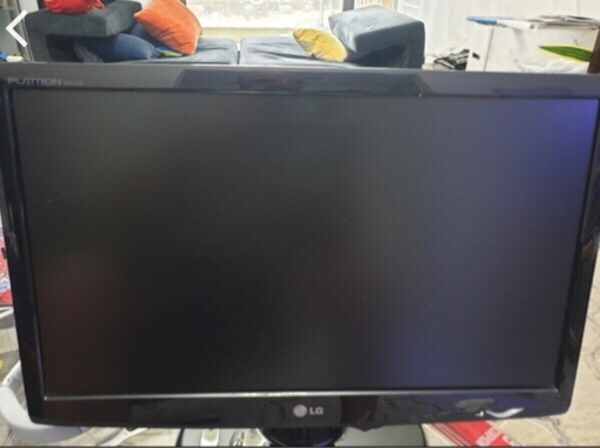 Used LG monitor full hd 21.5 inch in Dubai, UAE