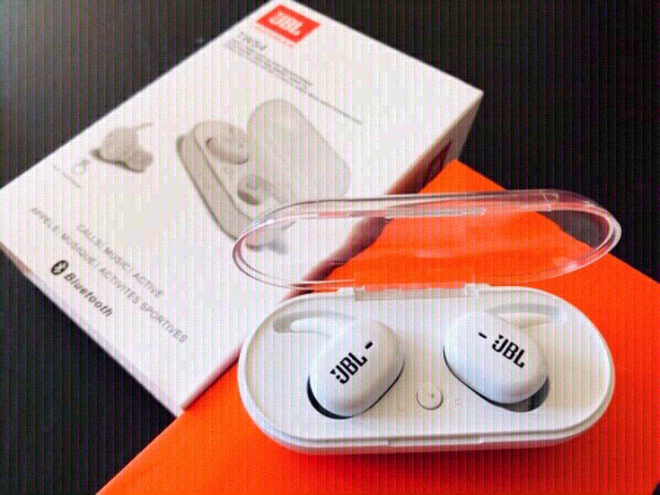 Used White TWS4 JBL wireless headphones in Dubai, UAE