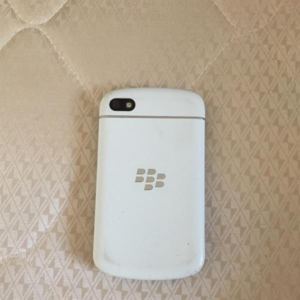 Blackberry Q10 Internal 16 Gb With Expandable Memory, Very Good Phone Only The Problem Is Sim Not Working.