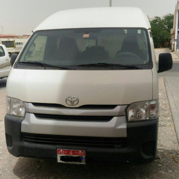 Used HIACE HIROOF ONLY 30000 Km Used Company Service Full in Dubai, UAE