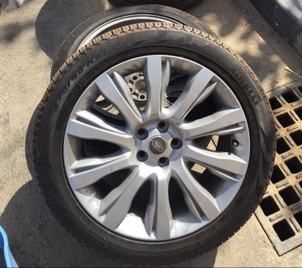 Used 2013 Range Rover Tires And Rims Used Only 700 Kilometers, In Excellent Condition in Dubai, UAE