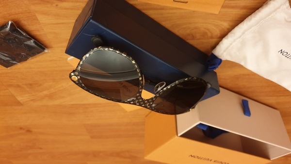 Used LV sunglass new authantic💥special offer in Dubai, UAE