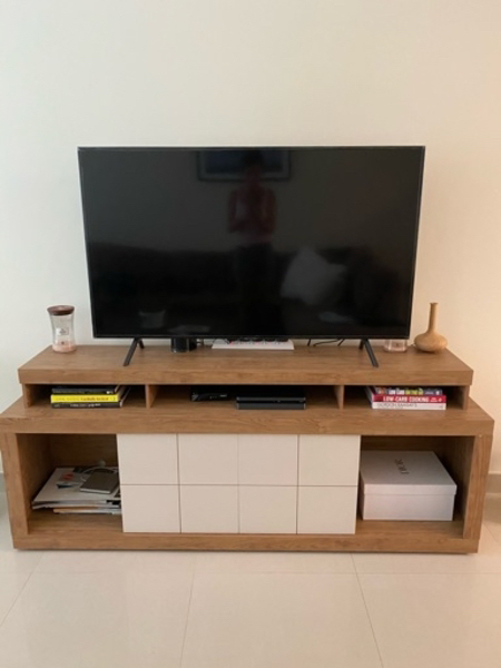 Used Tv Stand barely used in Dubai, UAE
