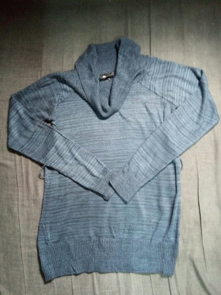 Used Preloved!!Blue Stripes Knitted Top - Med in Dubai, UAE