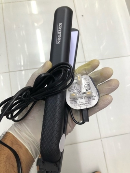 Used Ceramic hair straightener/ new in Dubai, UAE