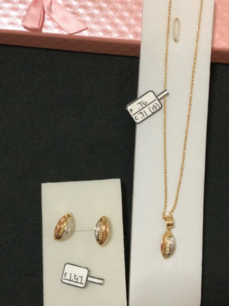 Used Set necklace and earrings  in Dubai, UAE
