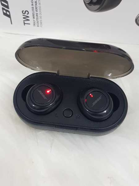 Used Bose Earbuds with charging box,,,,. in Dubai, UAE