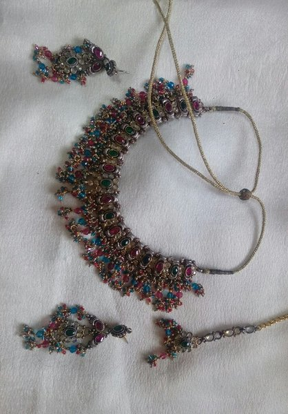 Used Necklace set with earings and tikka in Dubai, UAE