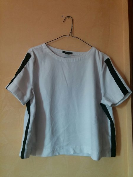 Used White shirt with black stripe in Dubai, UAE