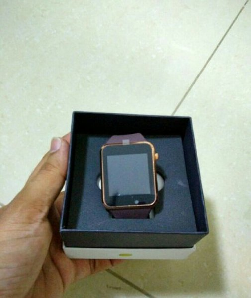 Used Smart watch with SD and sim slot in Dubai, UAE