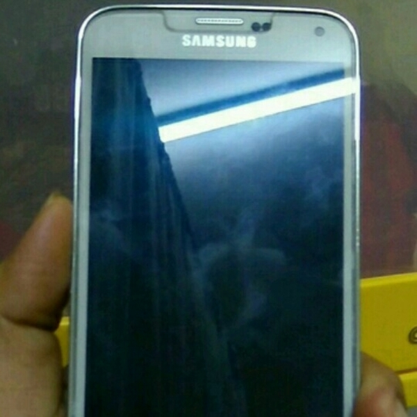 Used Samsung S5 16gb White Colour. Still Have 2 Months Warranty ..  in Dubai, UAE