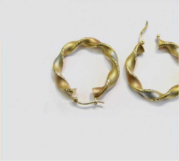 Used 18karat italian Gold earrings in Dubai, UAE