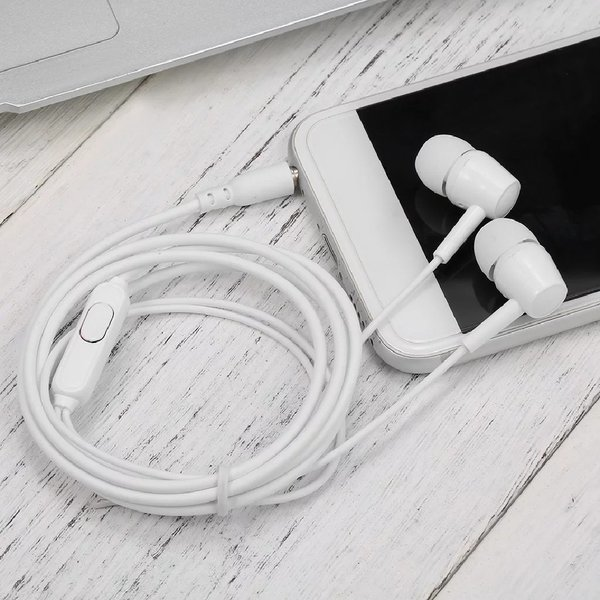 Used wired handsfree with inline mic in Dubai, UAE