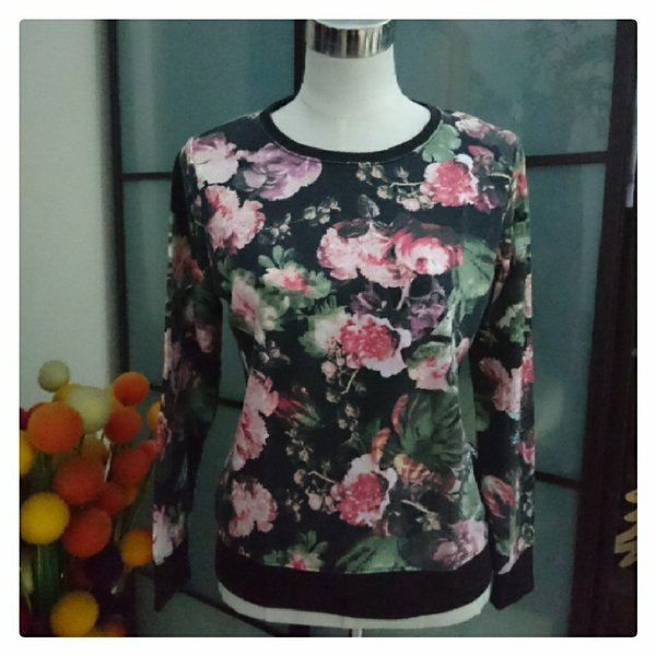 Used 4 Ladies Tops from Max in Dubai, UAE