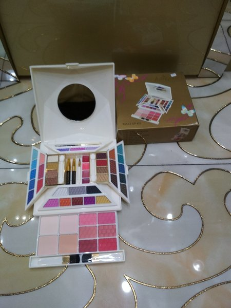 Used Just gold make up kit 2pc in Dubai, UAE