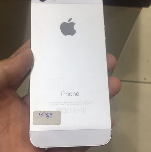 Used iphone5s  16gb  with facetime in Dubai, UAE