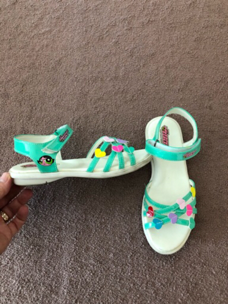 Used Girls sandals size 33 in Dubai, UAE