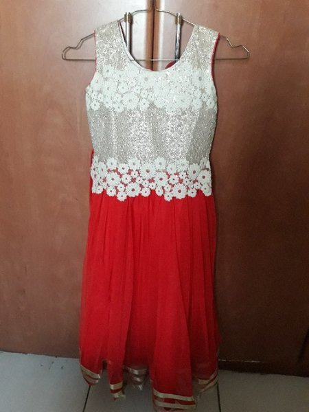 Used 2 dress for girl age 6 to 7 years in Dubai, UAE