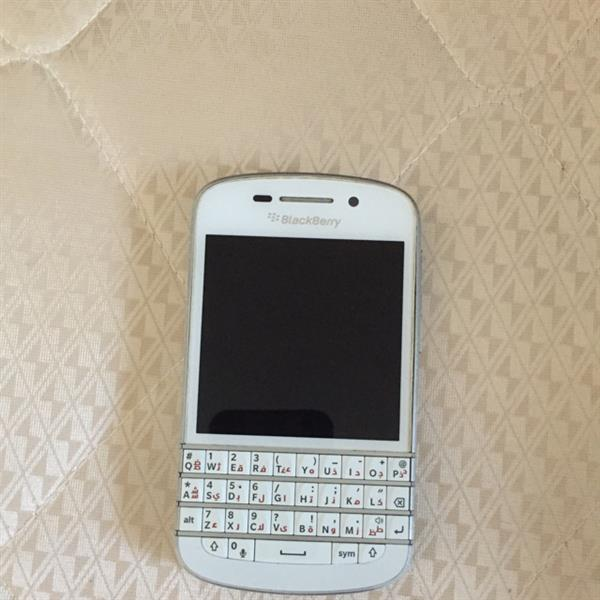 Used Blackberry Q10 Internal 16 Gb With Expandable Memory, Very Good Phone Only The Problem Is Sim Not Working. in Dubai, UAE