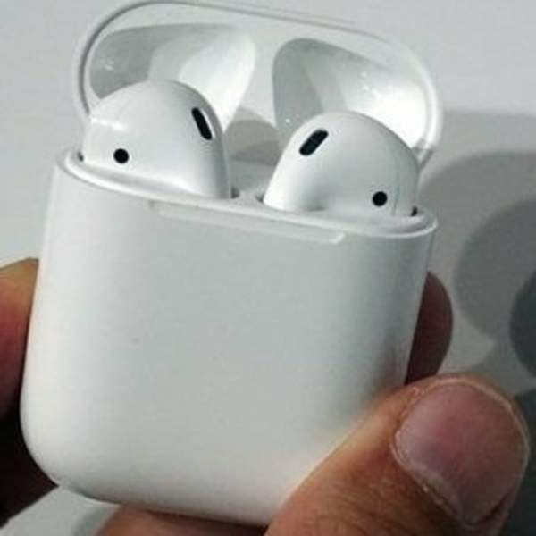 Used Apple Genuine Airpod in Dubai, UAE