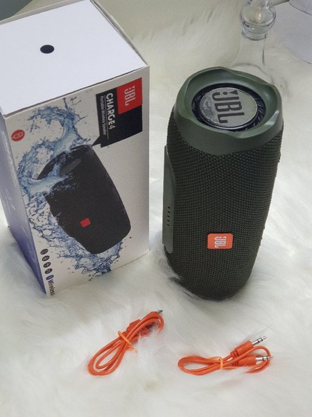 Used Bluetooth speakers charge 4   new in Dubai, UAE