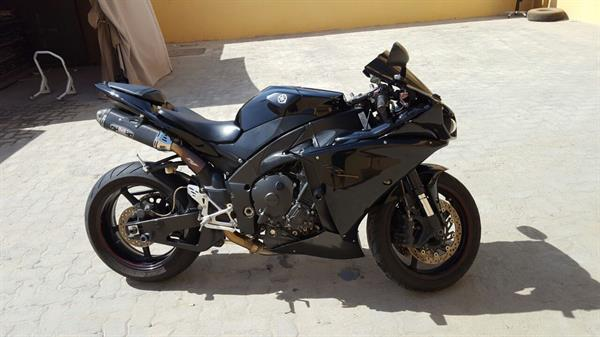 Used 2014 YAMAHA YZF-R1 for sale..  WhatsAp on +971554154206 in Dubai, UAE