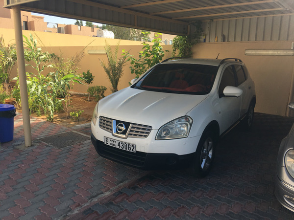Used Nissan Qashqai 2009 2nd Option White With Red Interior First Owner Lady Driving  in Dubai, UAE