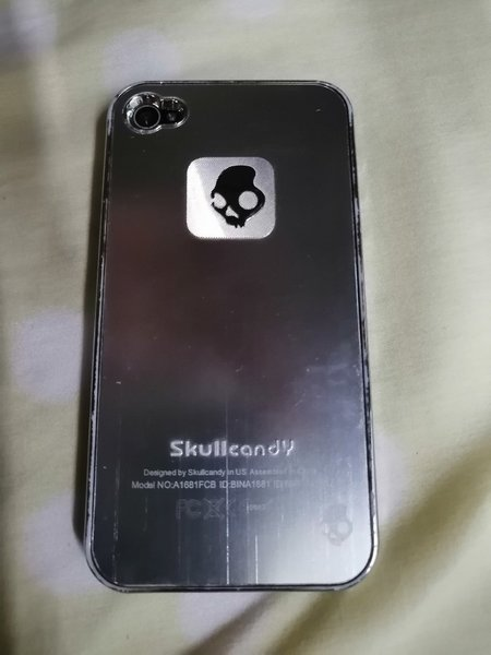 Used Skull candy Case for iphone 4 with box in Dubai, UAE