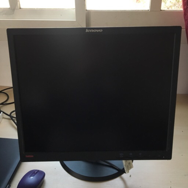 "Used Lenovo thinkvision 19"" monitor in Dubai, UAE"