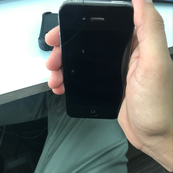 Used Iphone 4 32gb Perfectly Well With Superb Battery Life.  in Dubai, UAE