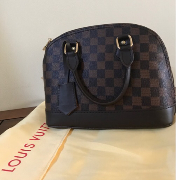 Used Special price : 2 BAGS : LV and Bvlgari in Dubai, UAE