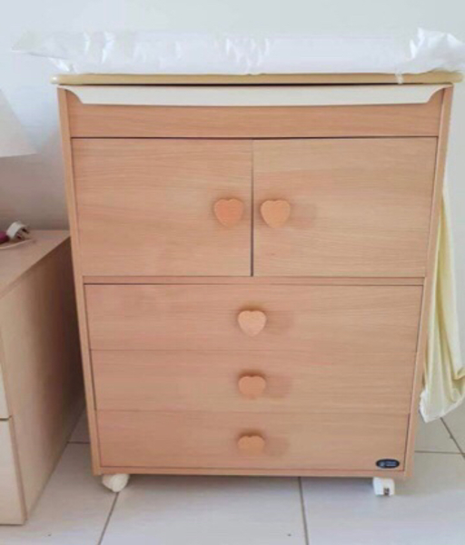 Used Coupbord and baby bath tub with drawers in Dubai, UAE