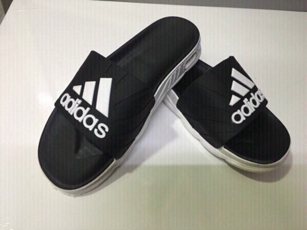 Used Adidas men's slippers size 39,new in Dubai, UAE