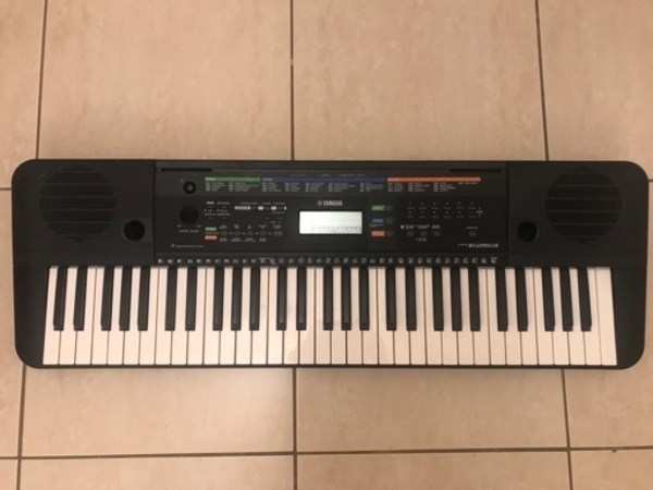 Used Piano keyboard in Dubai, UAE