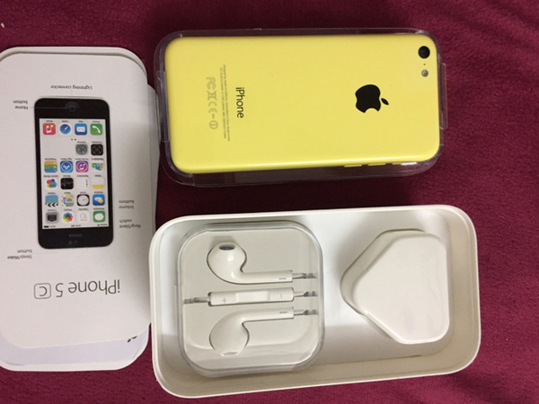 iphone 5C 16GB. YELLOW COLOR with box
