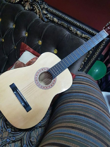 Used Branded guitar in Dubai, UAE