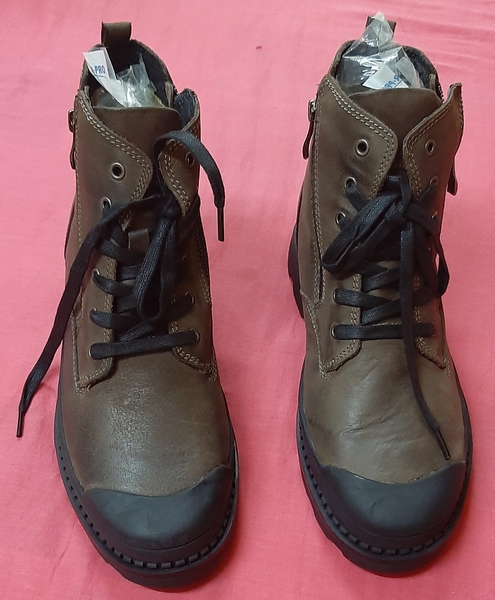 Used Boots for him ! 41 size in Dubai, UAE