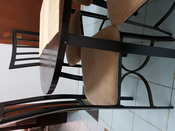 Used Dining set in Dubai, UAE